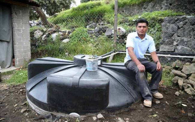 Hombre Sistema Lluvia Cisterna Agua Isla Urbana Camaroni Produccioens Videografías Sociales Documental Retrato