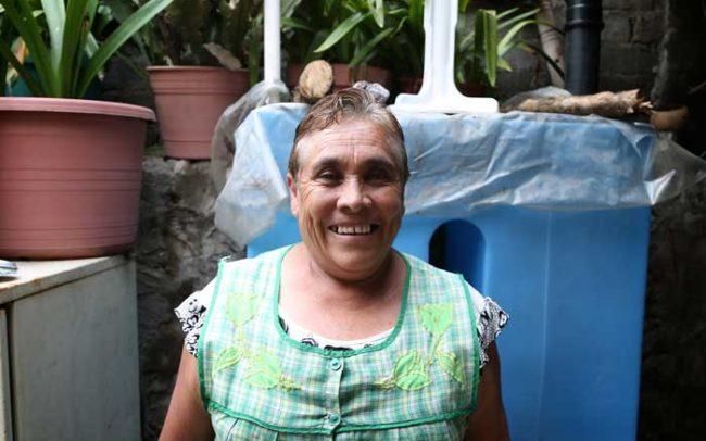 Señora Mujer Felicidad Agua orgullo isla urbana sistema tlaloque camaroni videografías sociales comunidad méxico desarrollo