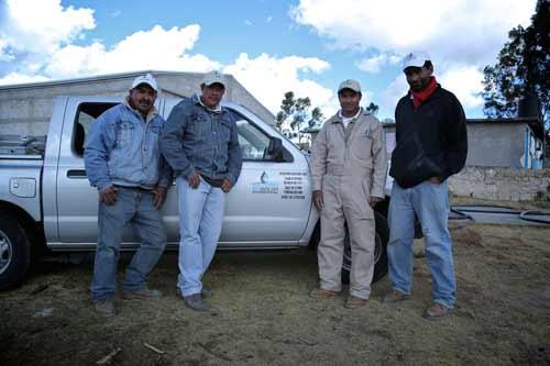 1-biobolsa-hombres-tecnicos-jornada-instalacion-biodigestores-biogas